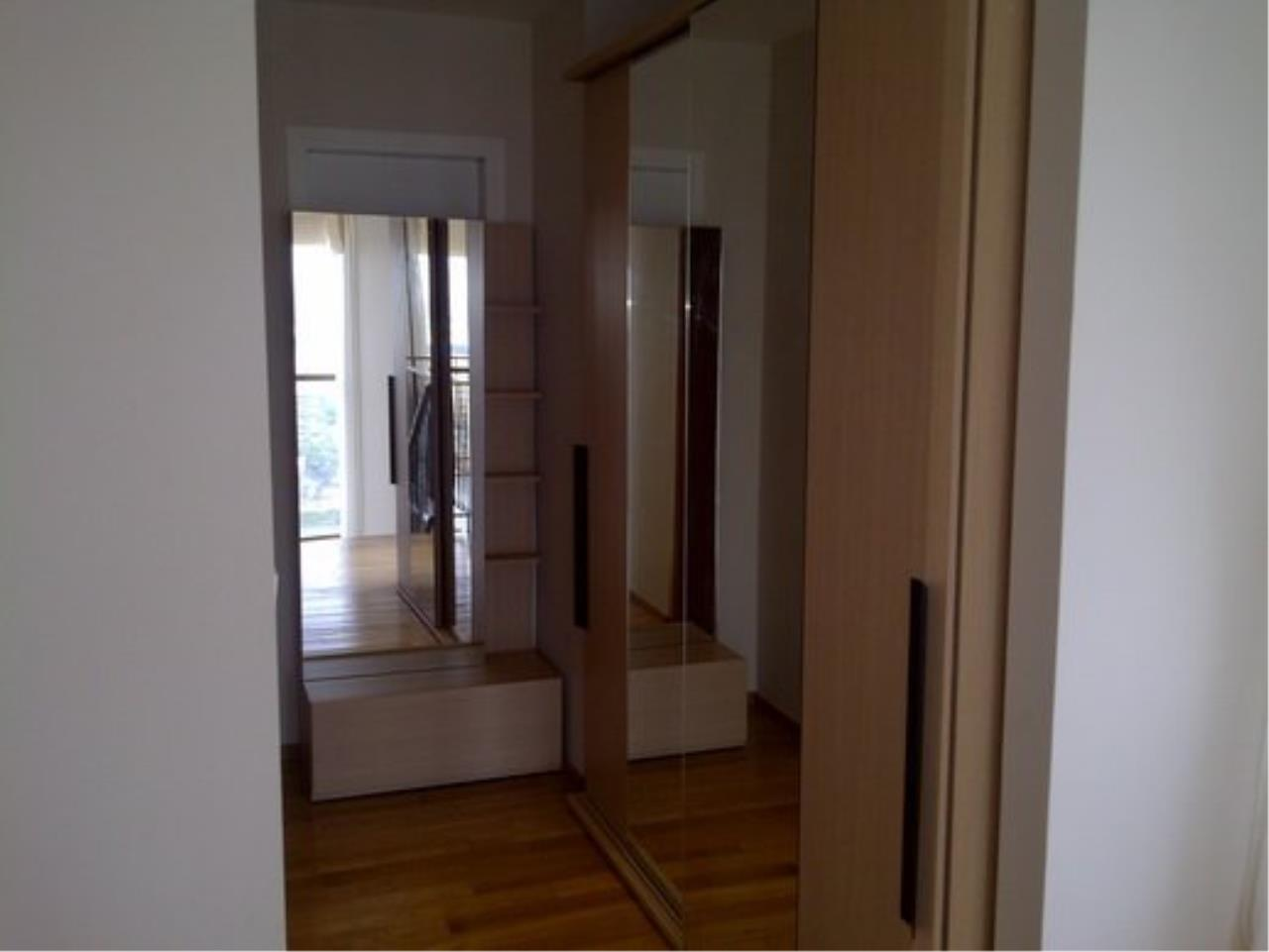 Piri Property Agency's Duplex 1 Bedroom Condo in the Emporio Place building for rent on high floor 11