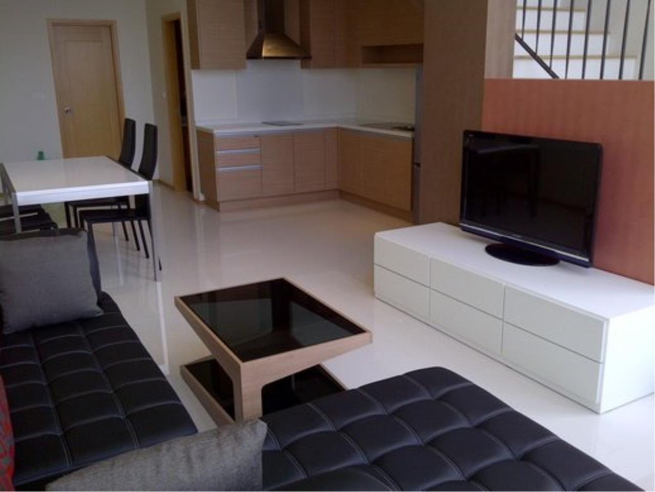 Piri Property Agency's Duplex 1 Bedroom Condo in the Emporio Place building for rent on high floor 2