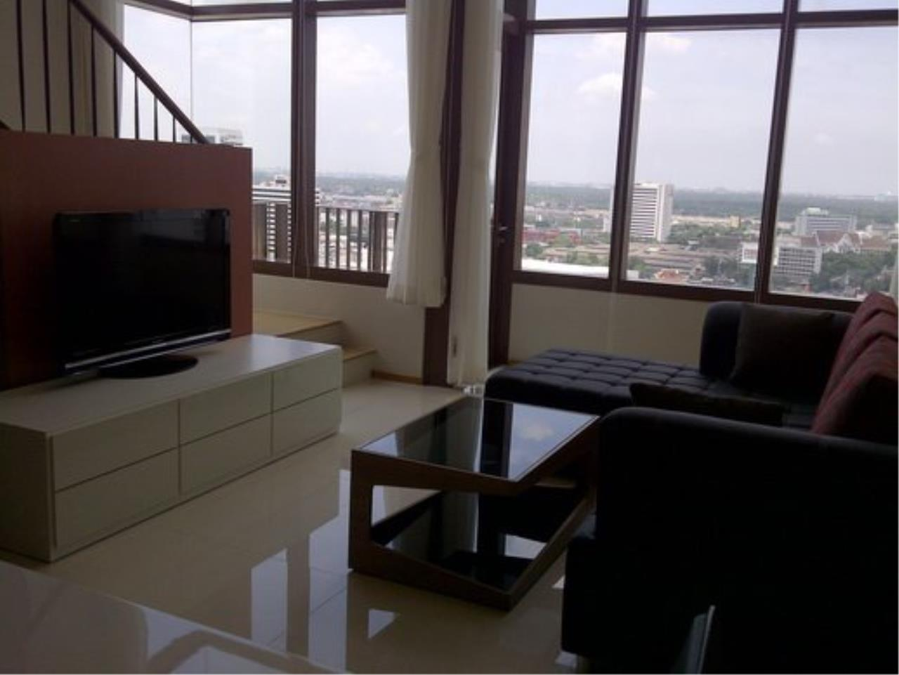 Piri Property Agency's Duplex 1 Bedroom Condo in the Emporio Place building for rent on high floor 4