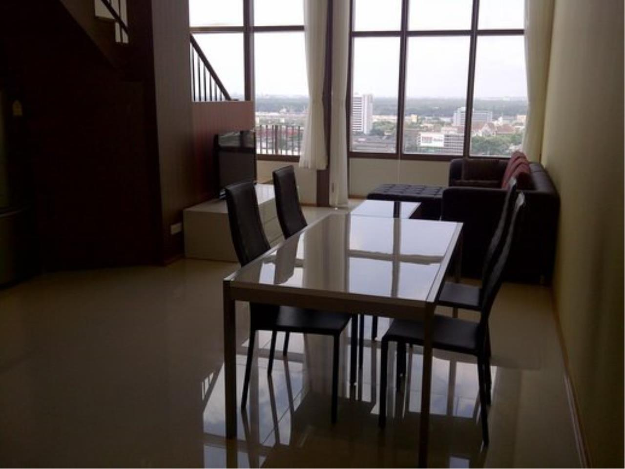 Piri Property Agency's Duplex 1 Bedroom Condo in the Emporio Place building for rent on high floor 5
