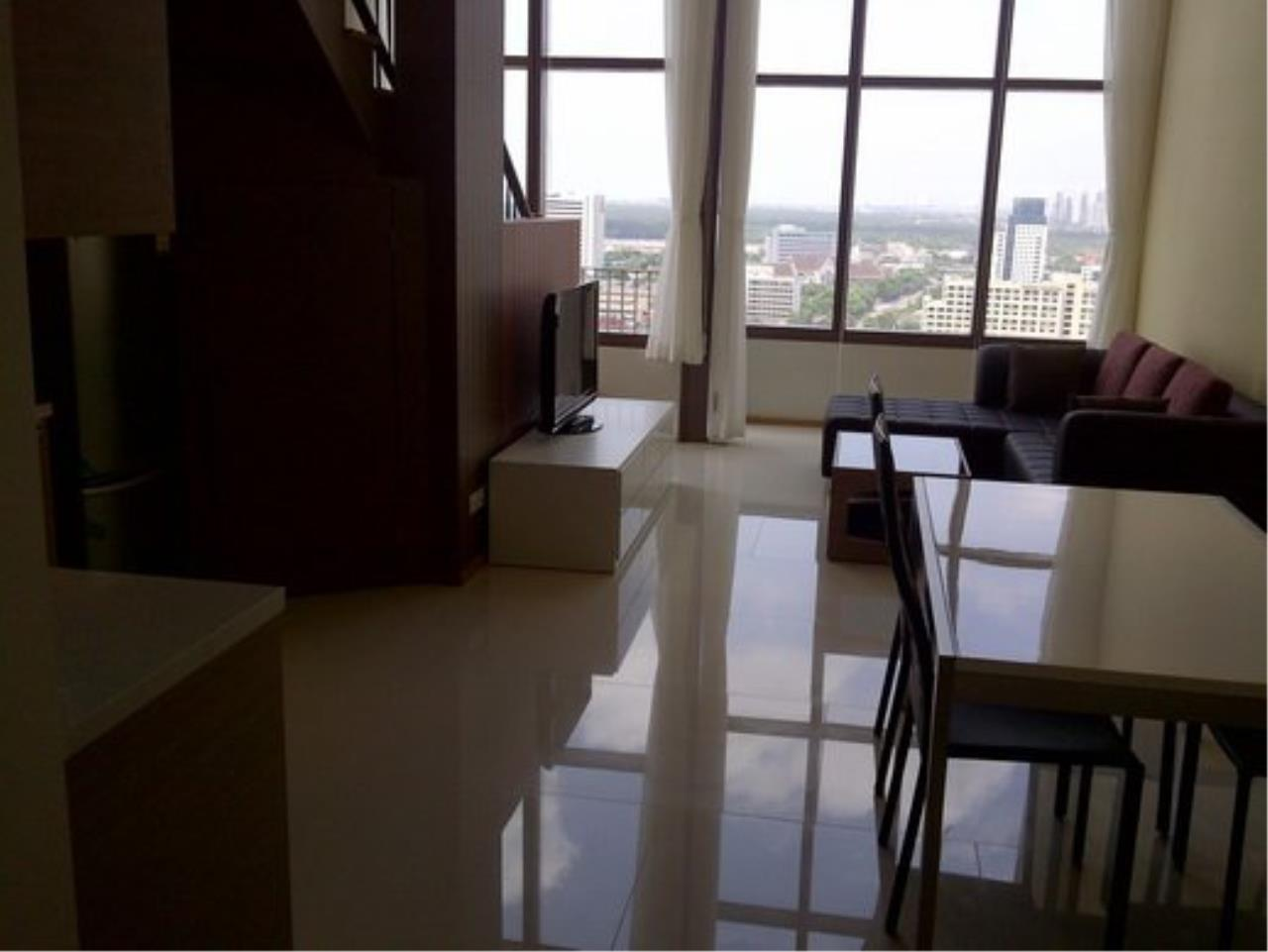 Piri Property Agency's Duplex 1 Bedroom Condo in the Emporio Place building for rent on high floor 6