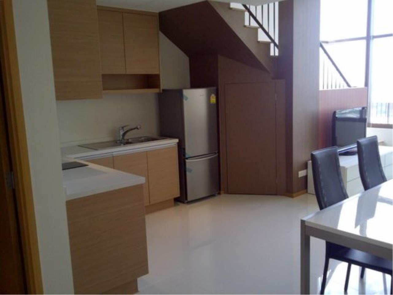 Piri Property Agency's Duplex 1 Bedroom Condo in the Emporio Place building for rent on high floor 7