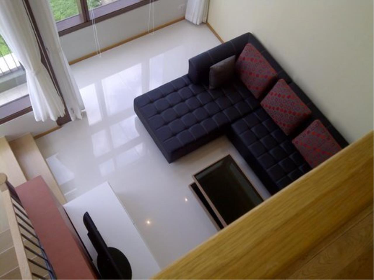 Piri Property Agency's Duplex 1 Bedroom Condo in the Emporio Place building for rent on high floor 8