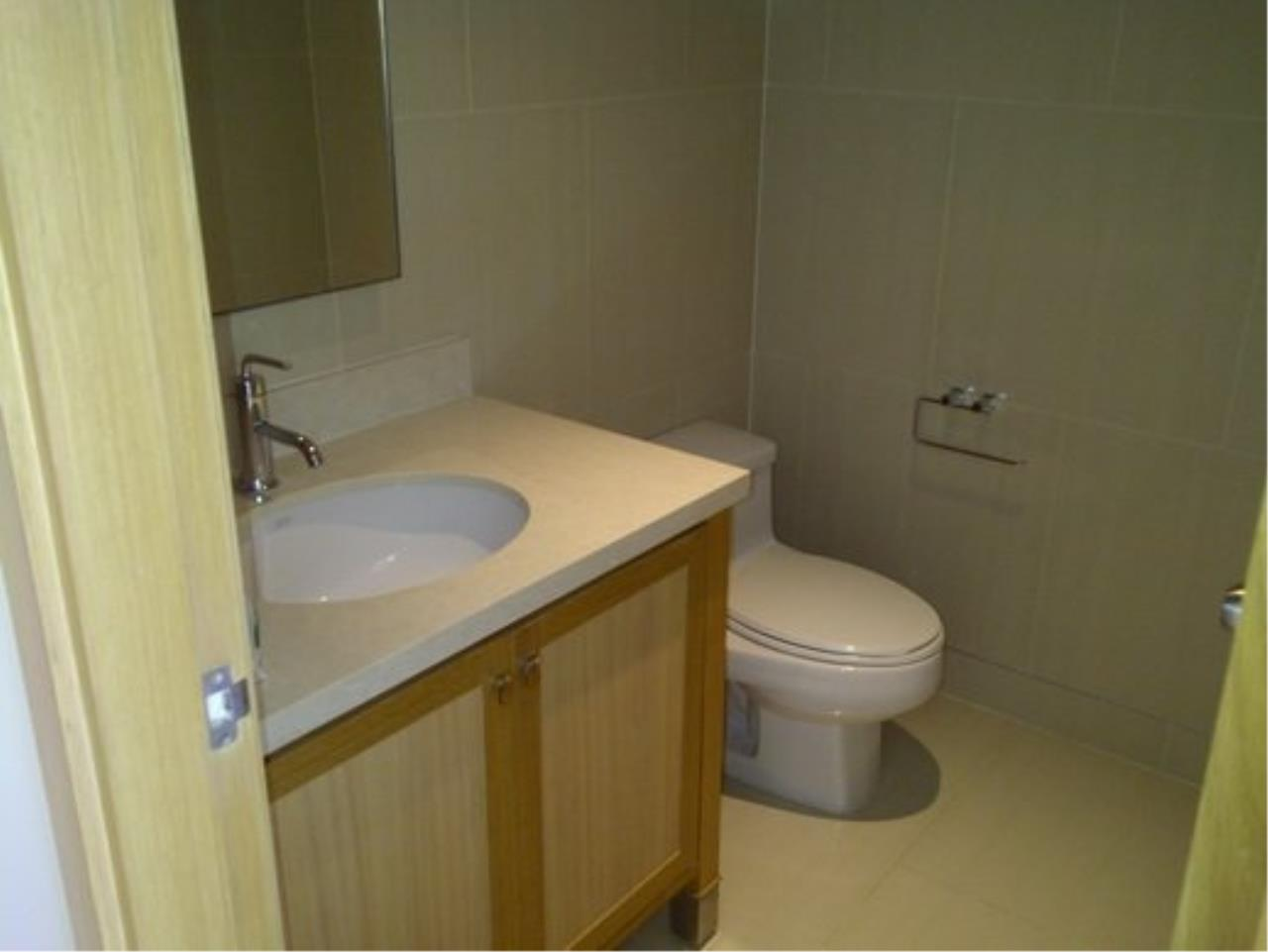 Piri Property Agency's Duplex 1 Bedroom Condo in the Emporio Place building for rent on high floor 12