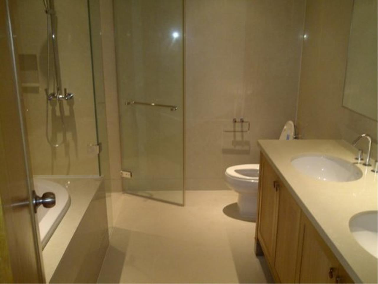 Piri Property Agency's Duplex 1 Bedroom Condo in the Emporio Place building for rent on high floor 14