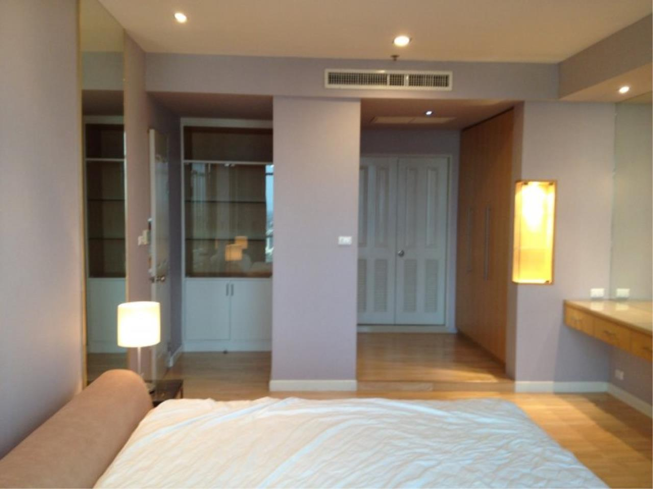 Piri Property Agency's 1 Bedroom in the Baan Sathorn Chaophraya building for rent on high floor 3