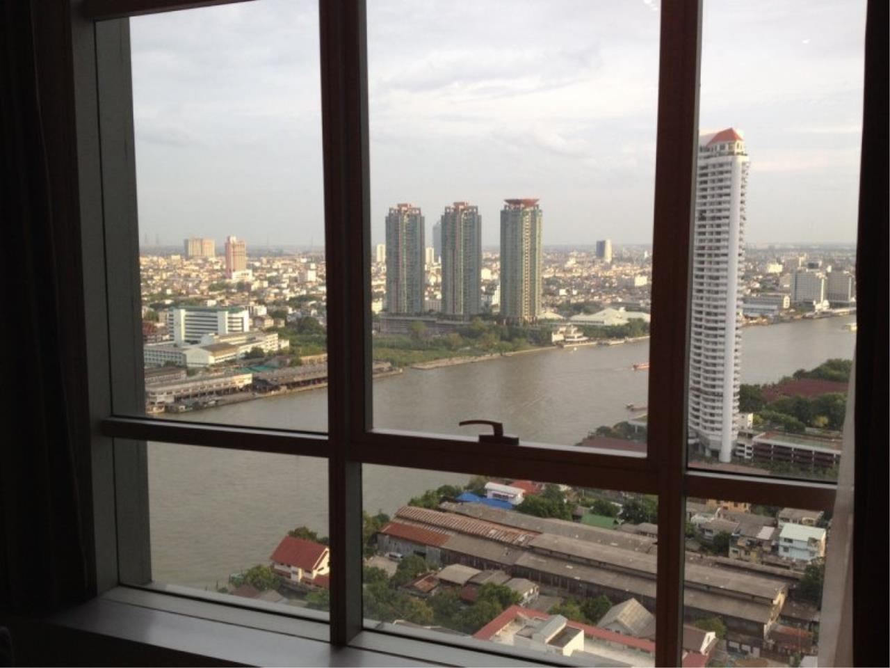 Piri Property Agency's 1 Bedroom in the Baan Sathorn Chaophraya building for rent on high floor 9