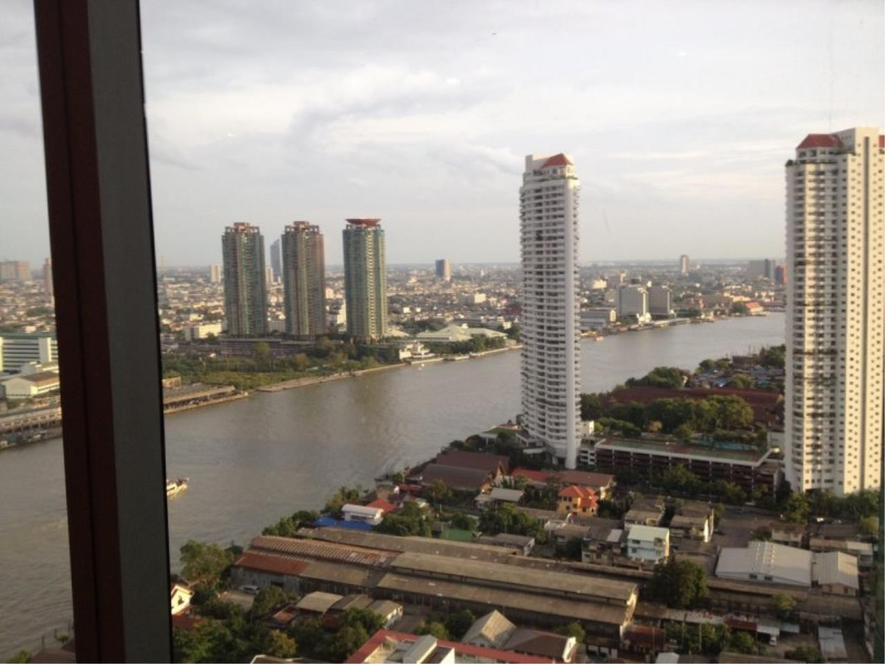 Piri Property Agency's 1 Bedroom in the Baan Sathorn Chaophraya building for rent on high floor 10