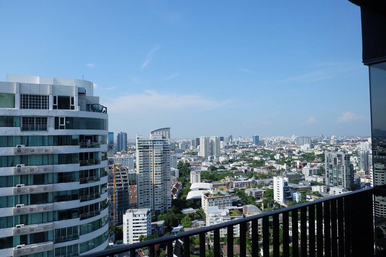 Piri Property Agency's Modern 2 Bedrooms in the HQ Condo for rent on high floor 15