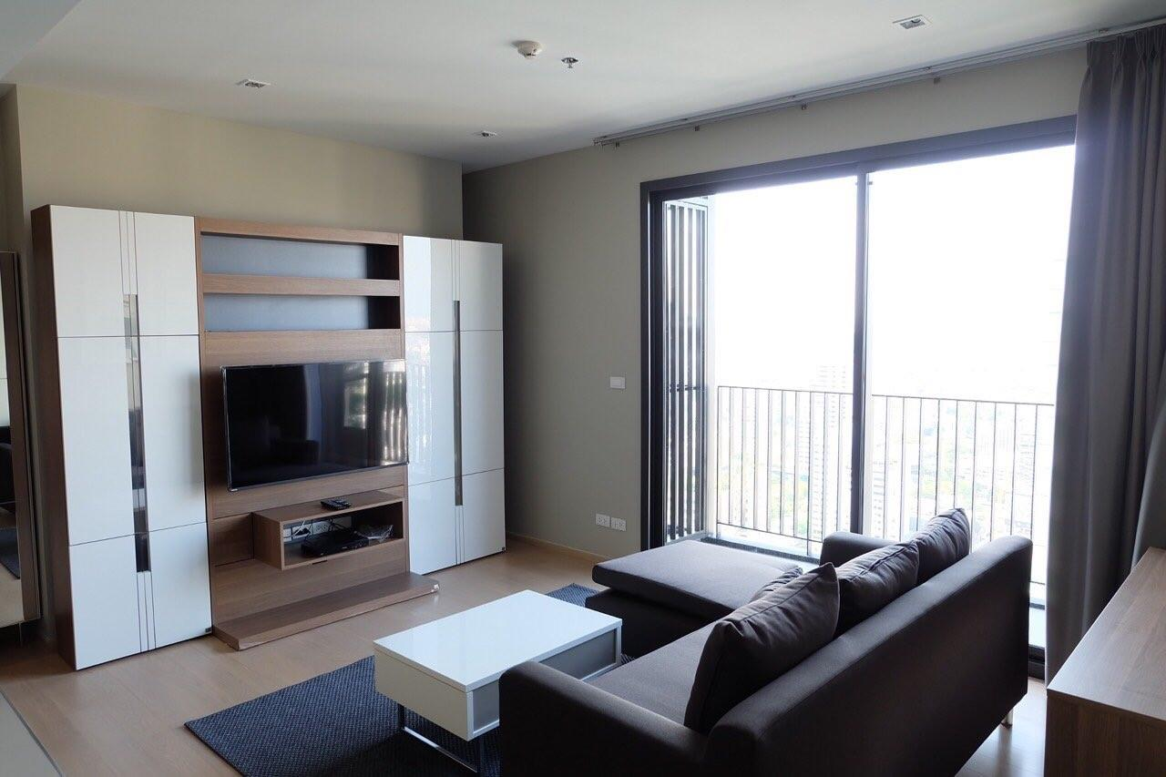 Piri Property Agency's Modern 2 Bedrooms in the HQ Condo for rent on high floor 1