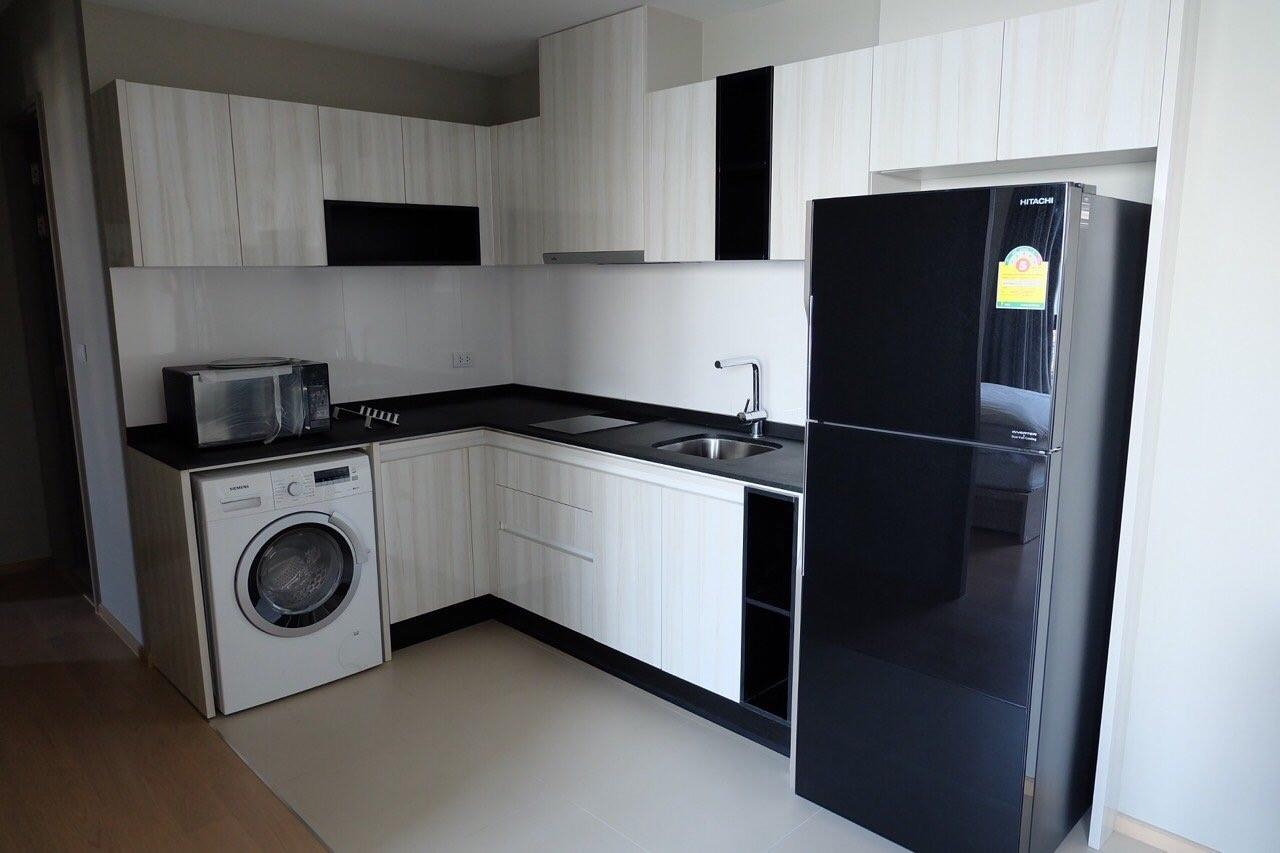 Piri Property Agency's Modern 2 Bedrooms in the HQ Condo for rent on high floor 14