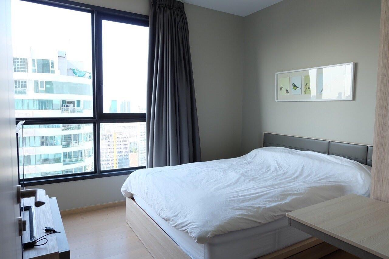 Piri Property Agency's Modern 2 Bedrooms in the HQ Condo for rent on high floor 9