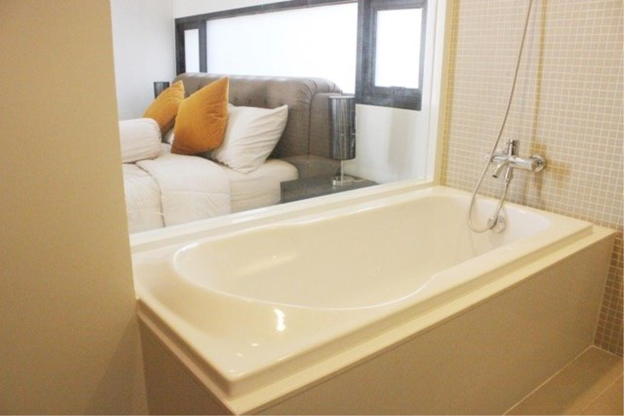 Piri Property Agency's Cozy 1 Bedroom Condo in the The Nest Ploenchit Bulding for rent on low floor 5