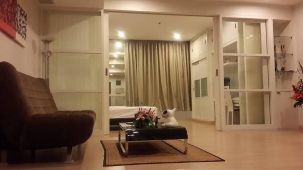 Piri Property Agency's Modern 1 Bedroom in the Baan Sathorn Chaophraya Condo for rent on high floor 1
