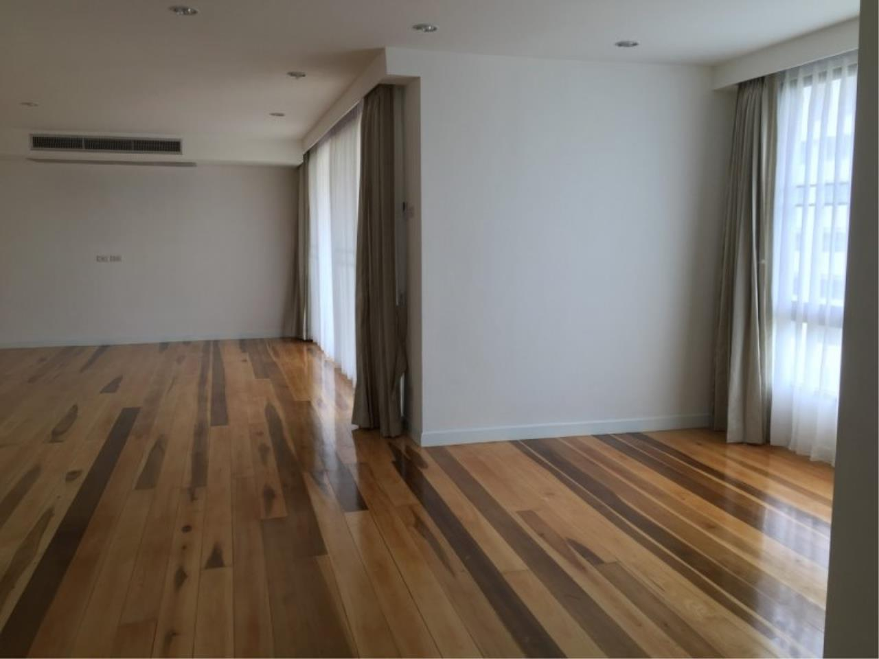 Piri Property Agency's Huge 3 Bedrooms in the Prime Mansion Condo for sale on high floor 1