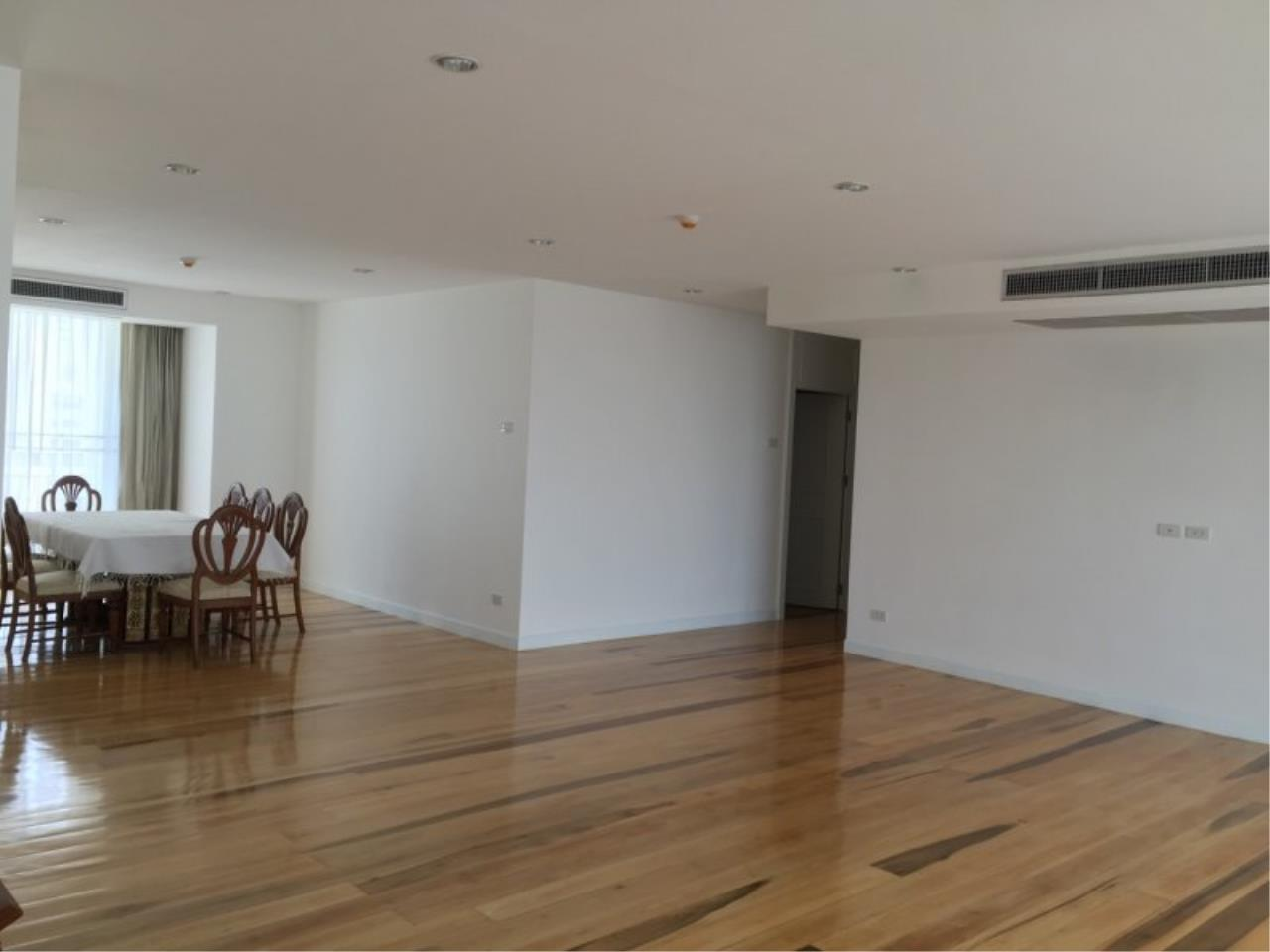 Piri Property Agency's Huge 3 Bedrooms in the Prime Mansion Condo for sale on high floor 3