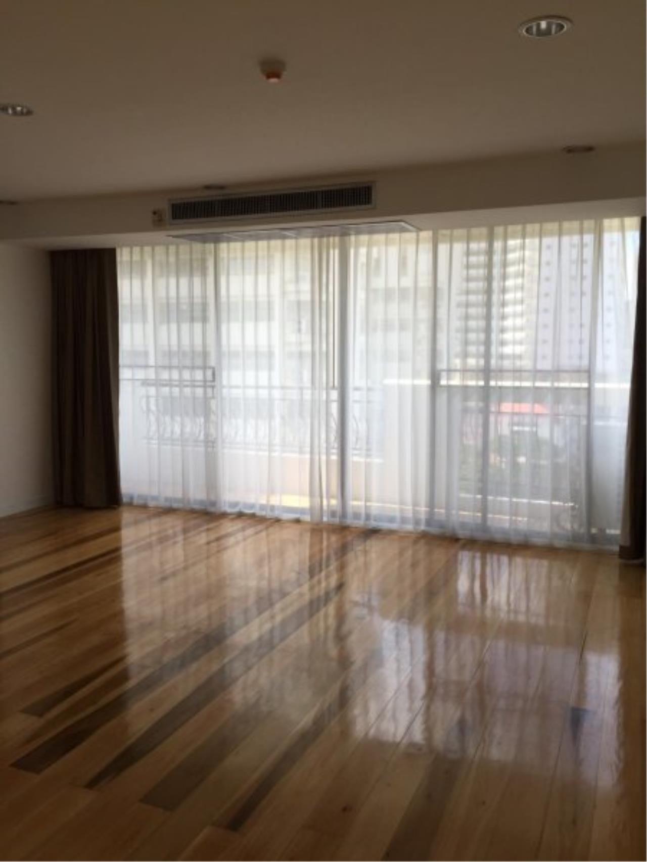 Piri Property Agency's Huge 3 Bedrooms in the Prime Mansion Condo for sale on high floor 5