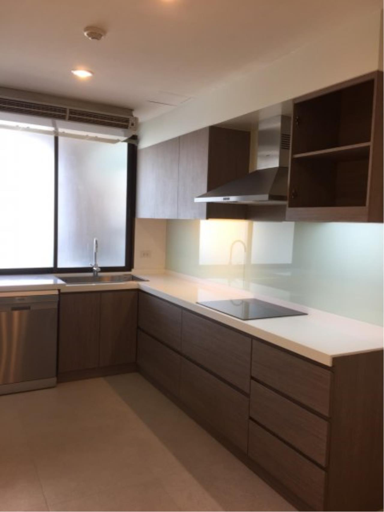 Piri Property Agency's Huge 3 Bedrooms in the Prime Mansion Condo for sale on high floor 6