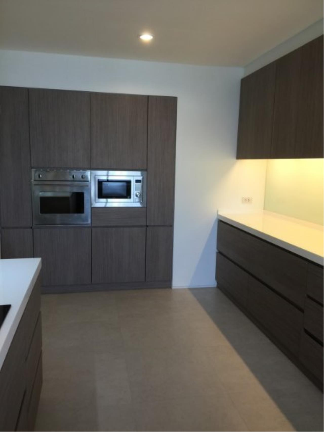 Piri Property Agency's Huge 3 Bedrooms in the Prime Mansion Condo for sale on high floor 7