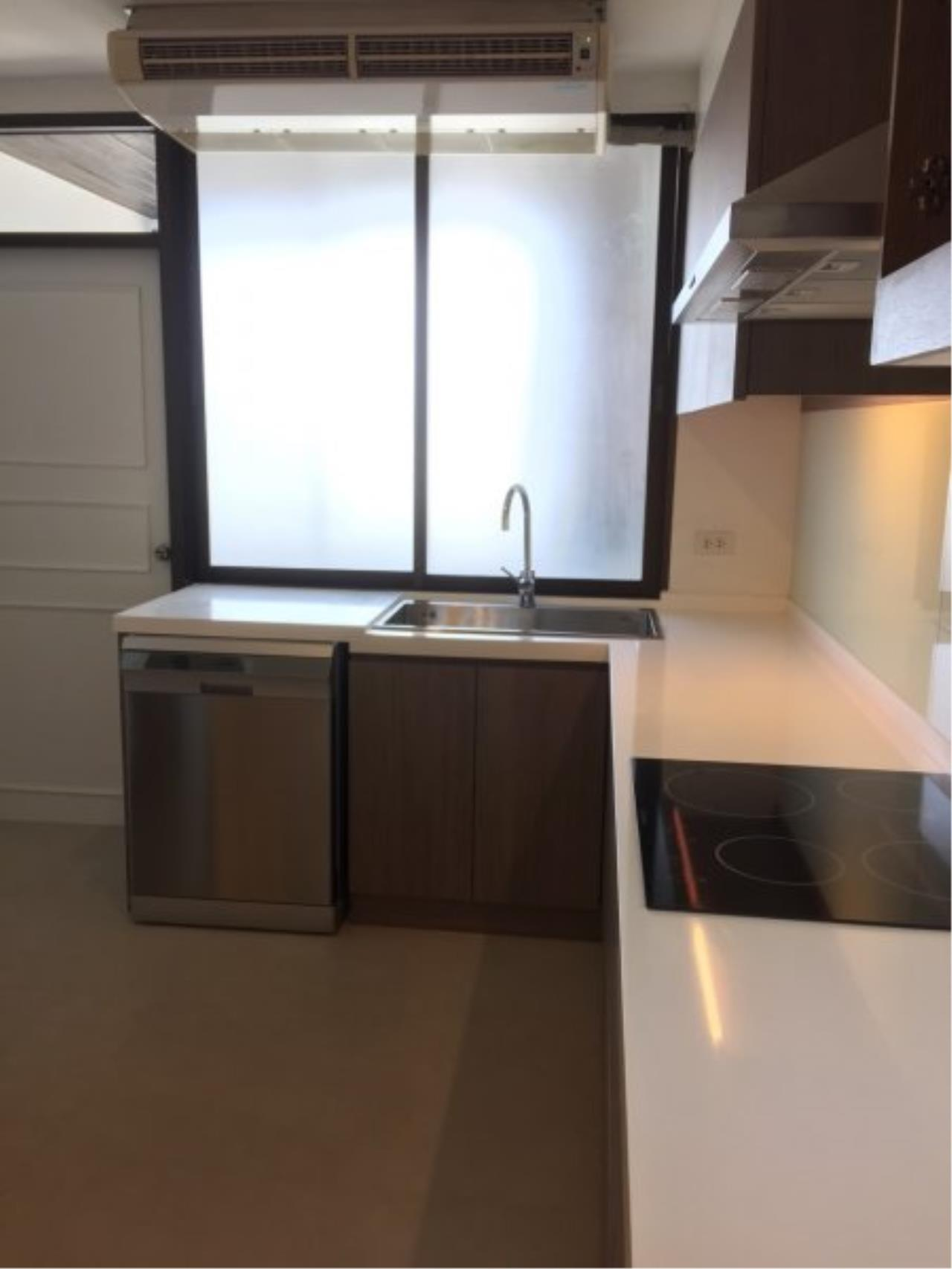 Piri Property Agency's Huge 3 Bedrooms in the Prime Mansion Condo for sale on high floor 8
