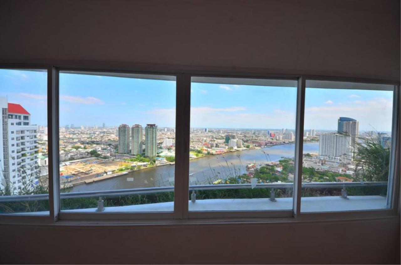 Piri Property Agency's Triplex Penthouse 5 Bedrooms in the Saichol Mansion Condo for rent on high floor 15