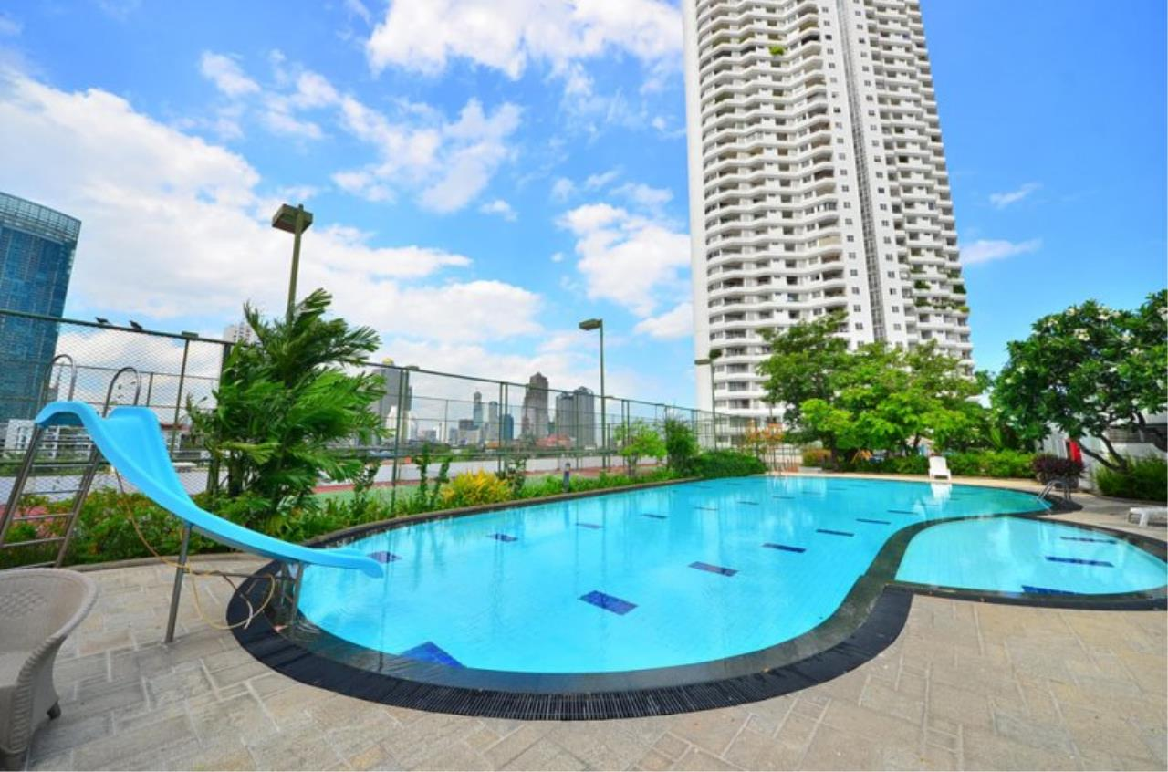 Piri Property Agency's Triplex Penthouse 5 Bedrooms in the Saichol Mansion Condo for rent on high floor 19
