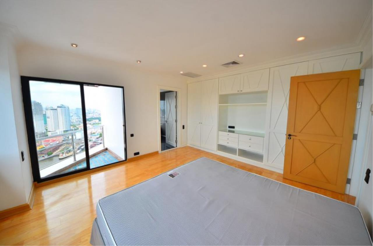 Piri Property Agency's Triplex Penthouse 5 Bedrooms in the Saichol Mansion Condo for rent on high floor 5