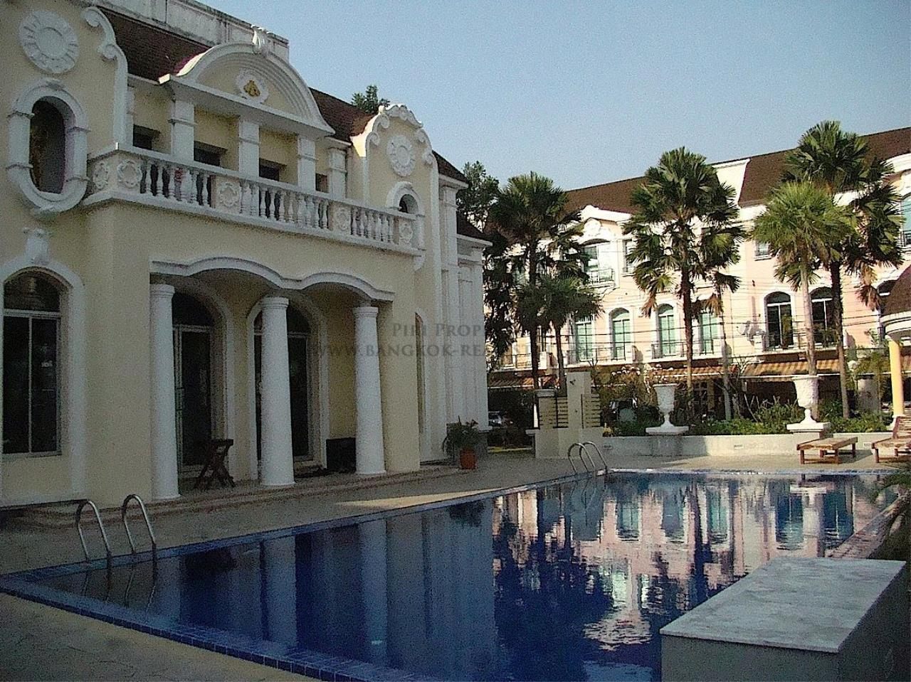 Piri Property Agency's Beautiful Compound in Baan Klang Muang The Paris 13