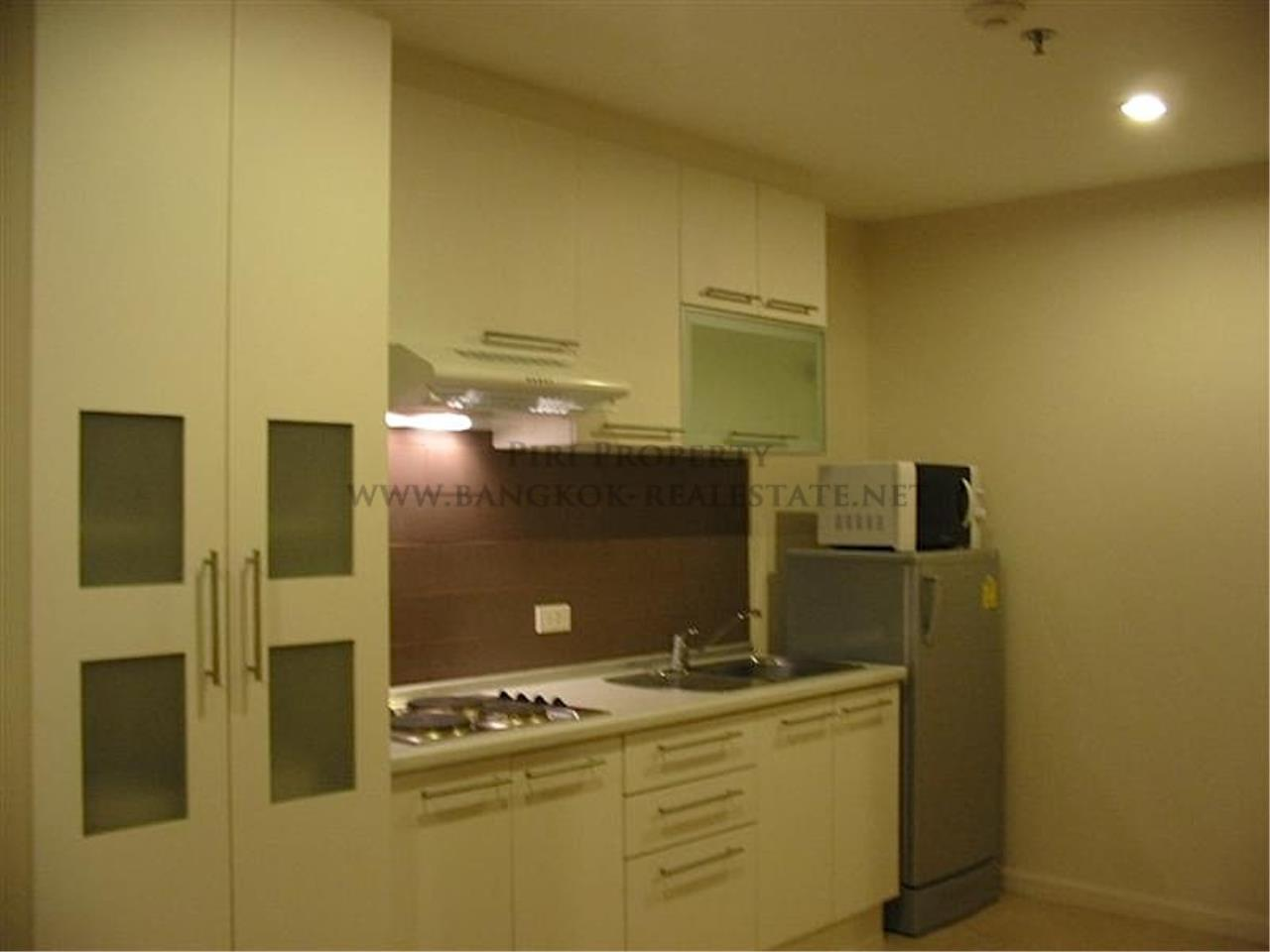 Piri Property Agency's Condo in High Rise Building in Asoke 3