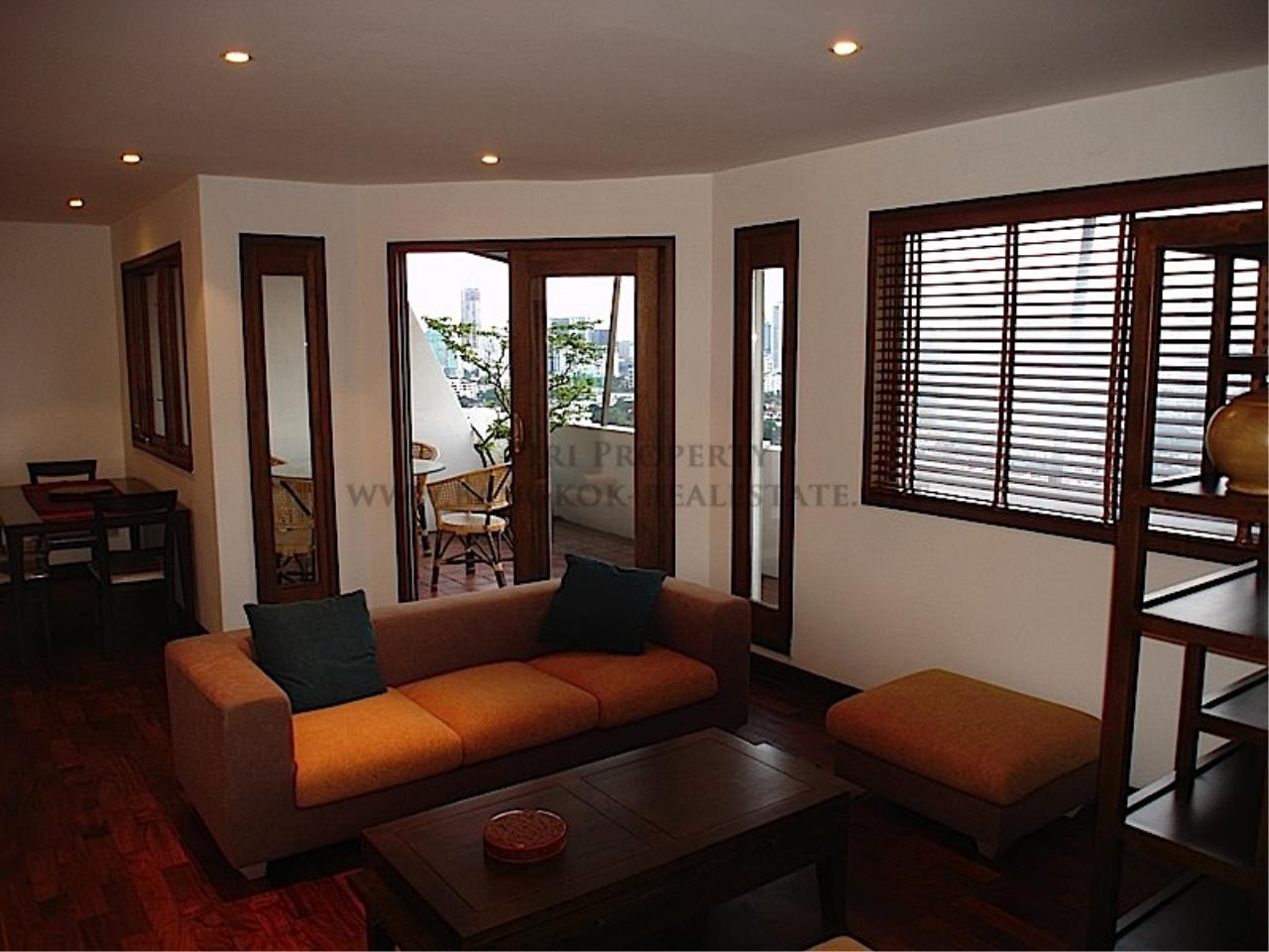 Piri Property Agency's High floor unit in Thonglor 5