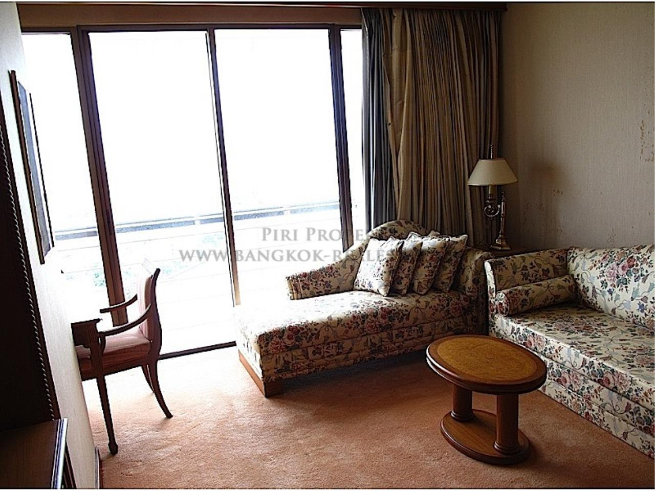 Piri Property Agency's Rattanakosin View Mansion - Large Unit for Sale 2