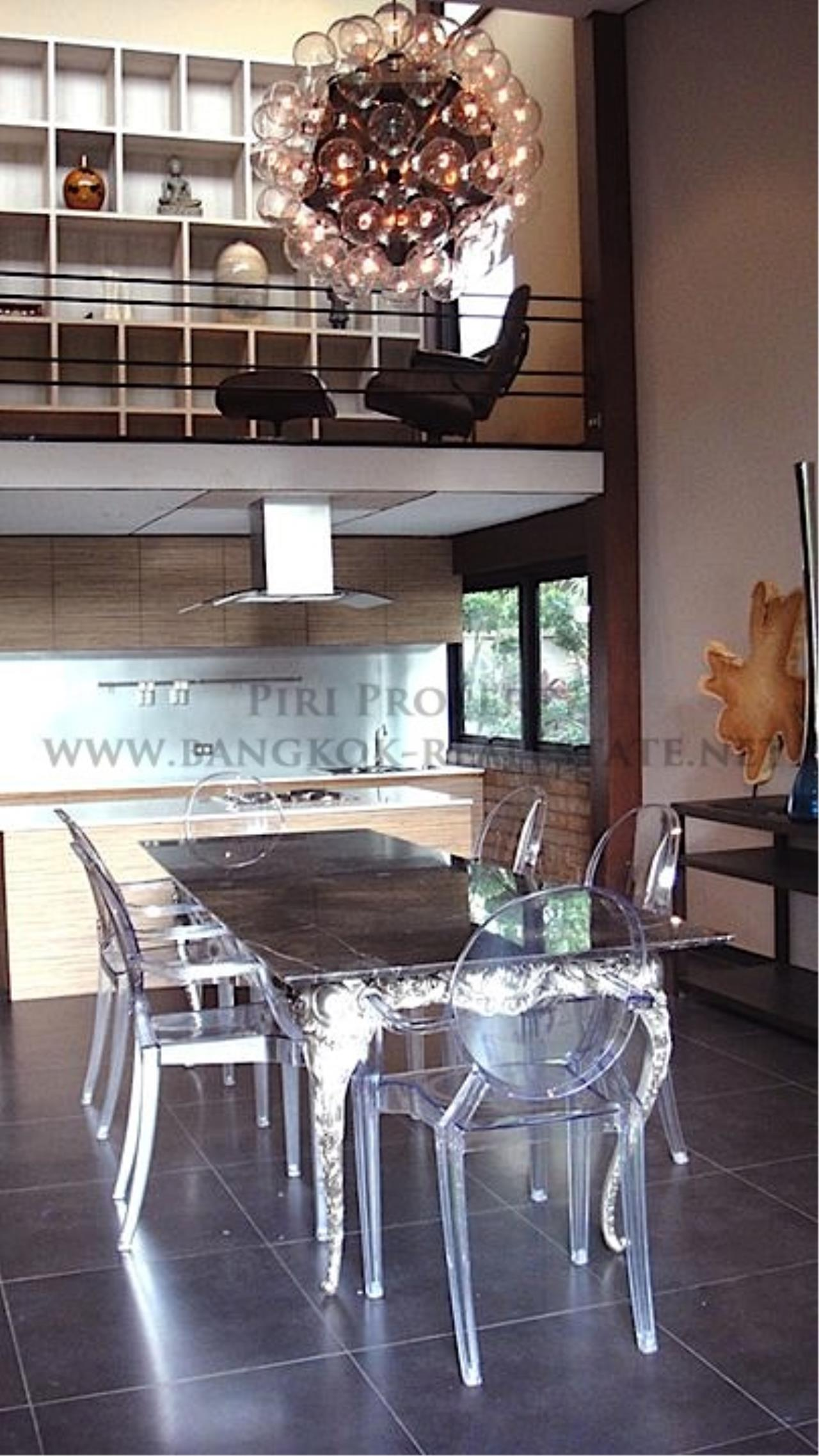 Piri Property Agency's House with Big Garden in Soi Yenakart 10