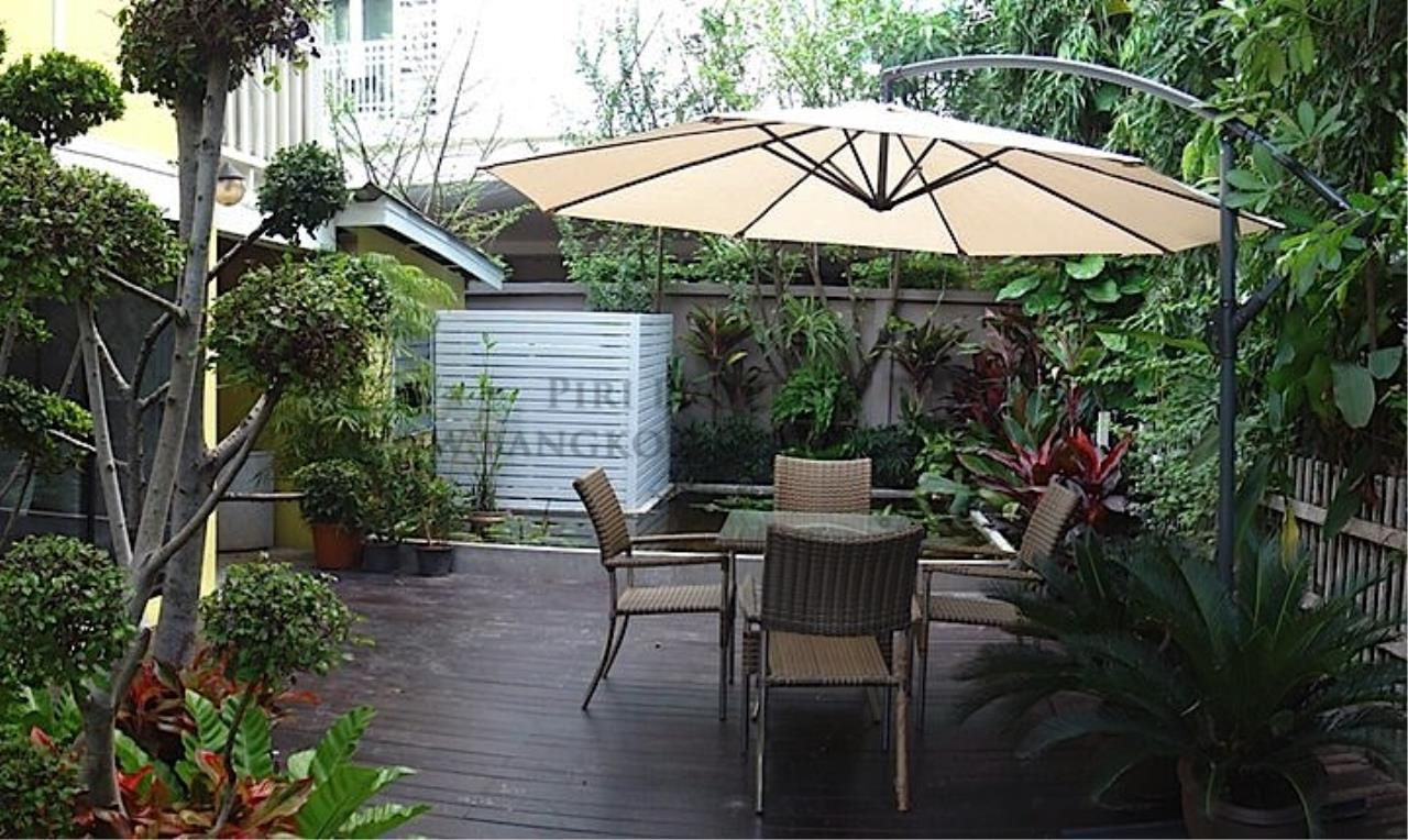 Piri Property Agency's House with Big Garden in Soi Yenakart 12