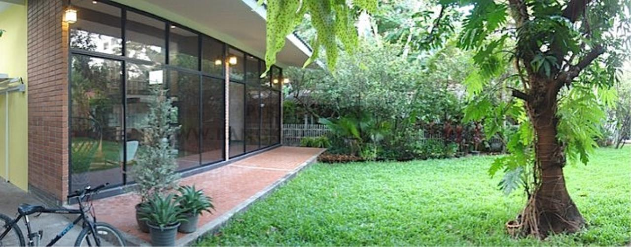 Piri Property Agency's House with Big Garden in Soi Yenakart 13