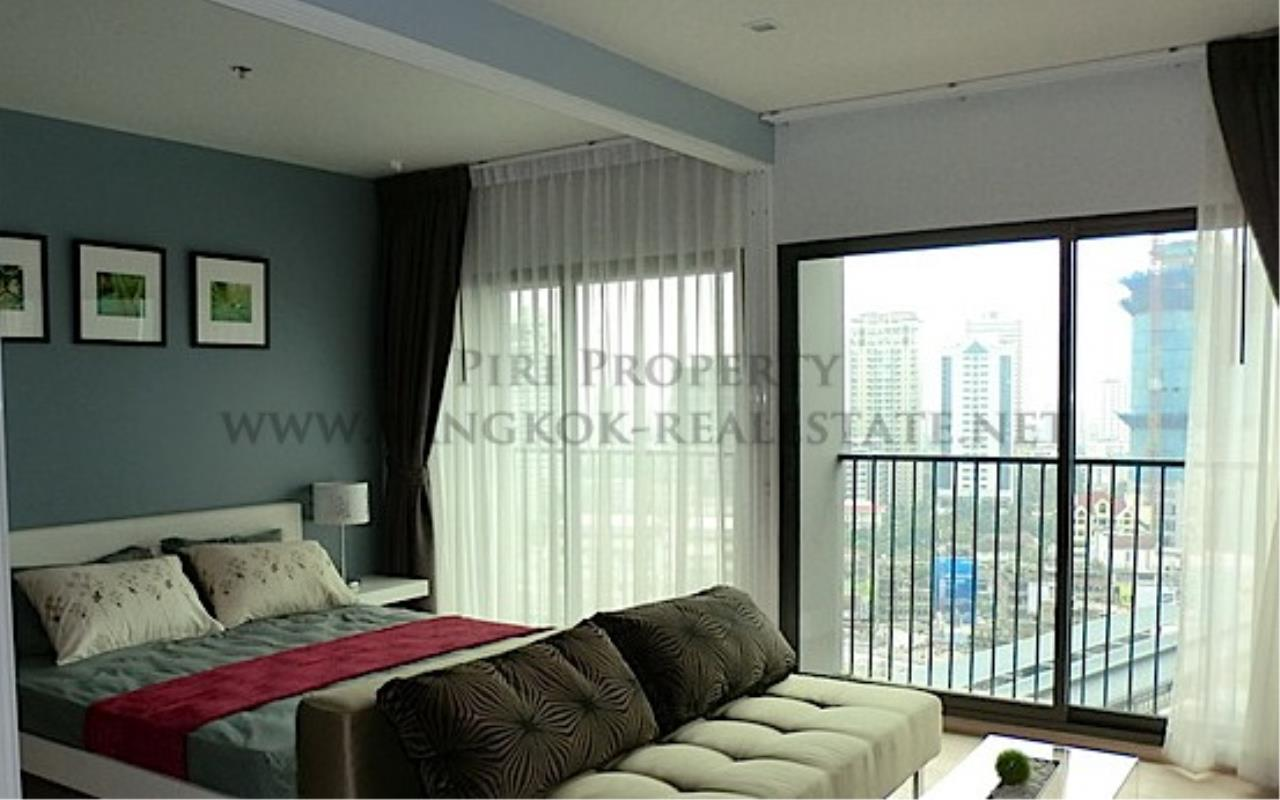 Piri Property Agency's Modern Furnished Condo in Thong Lo 3
