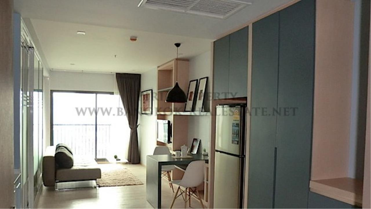 Piri Property Agency's Modern Furnished Condo in Thong Lo 4
