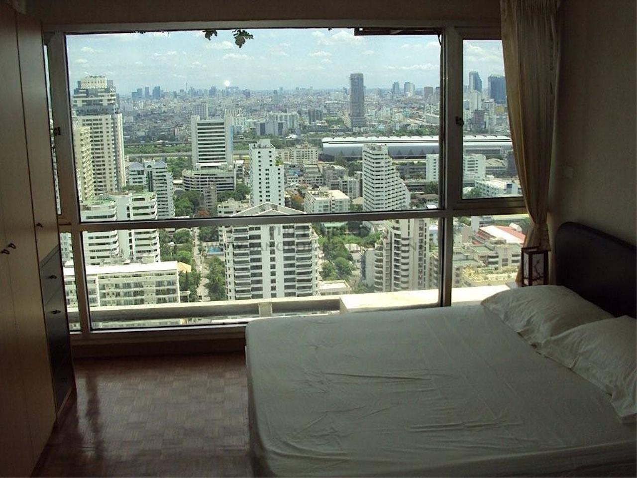 Piri Property Agency's Sukhumvit Suites - High Floor Studio with great View 9