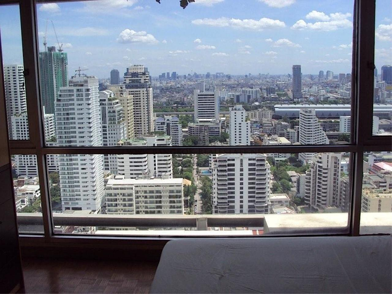 Piri Property Agency's Sukhumvit Suites - High Floor Studio with great View 2
