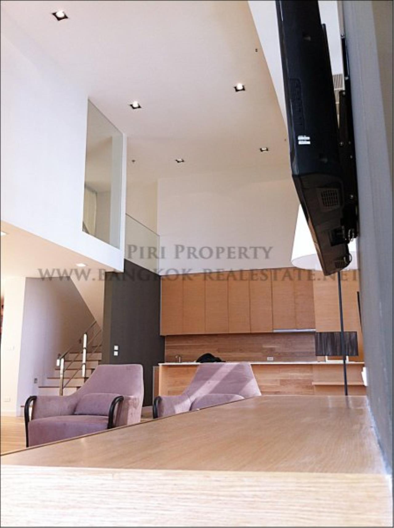 Piri Property Agency's Amazing Duplex Condominium for Rent - Emporio Place 13
