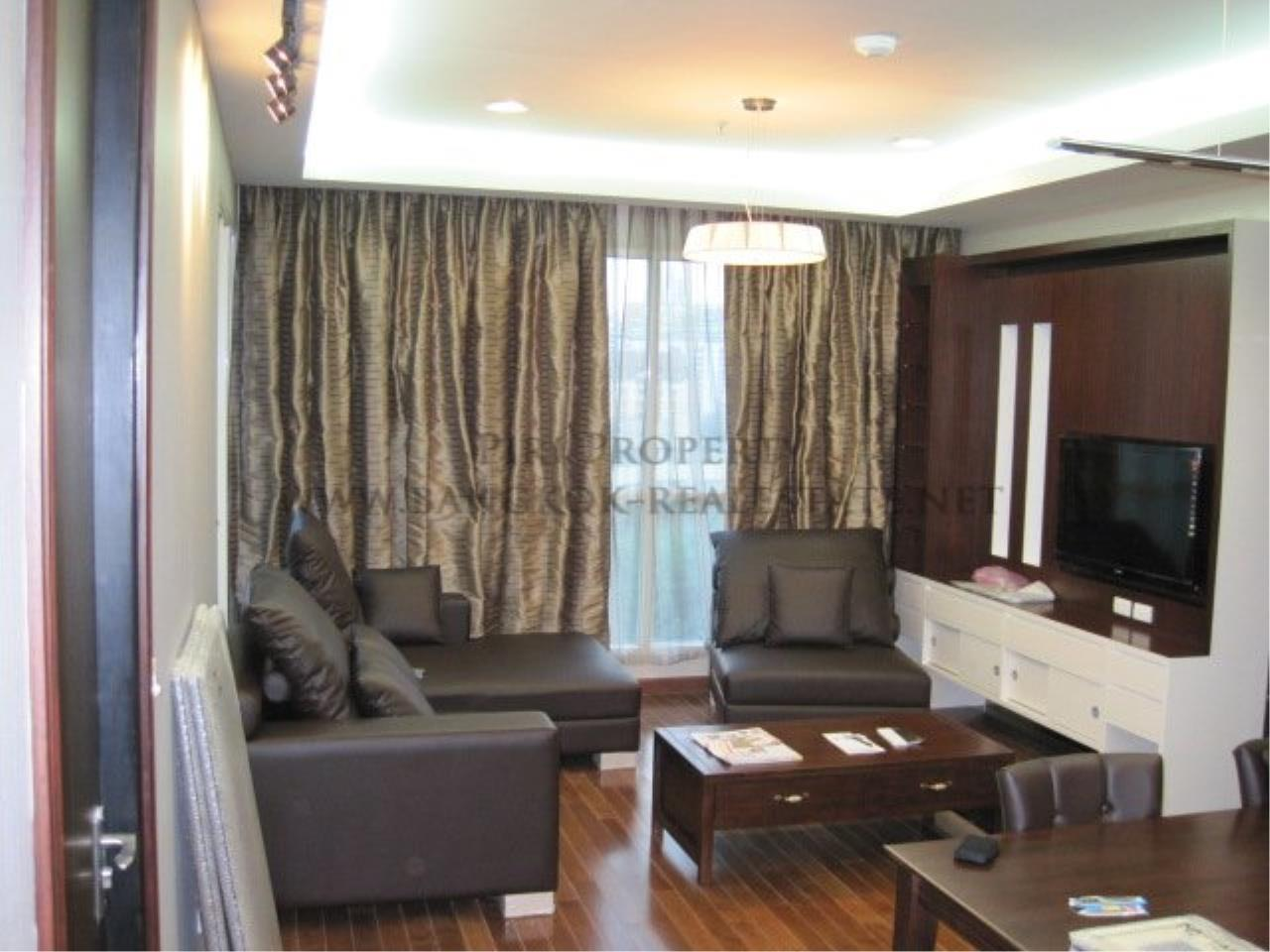 Piri Property Agency's Very exclusively furnished 2 Bedroom Condo in Chidlom 7