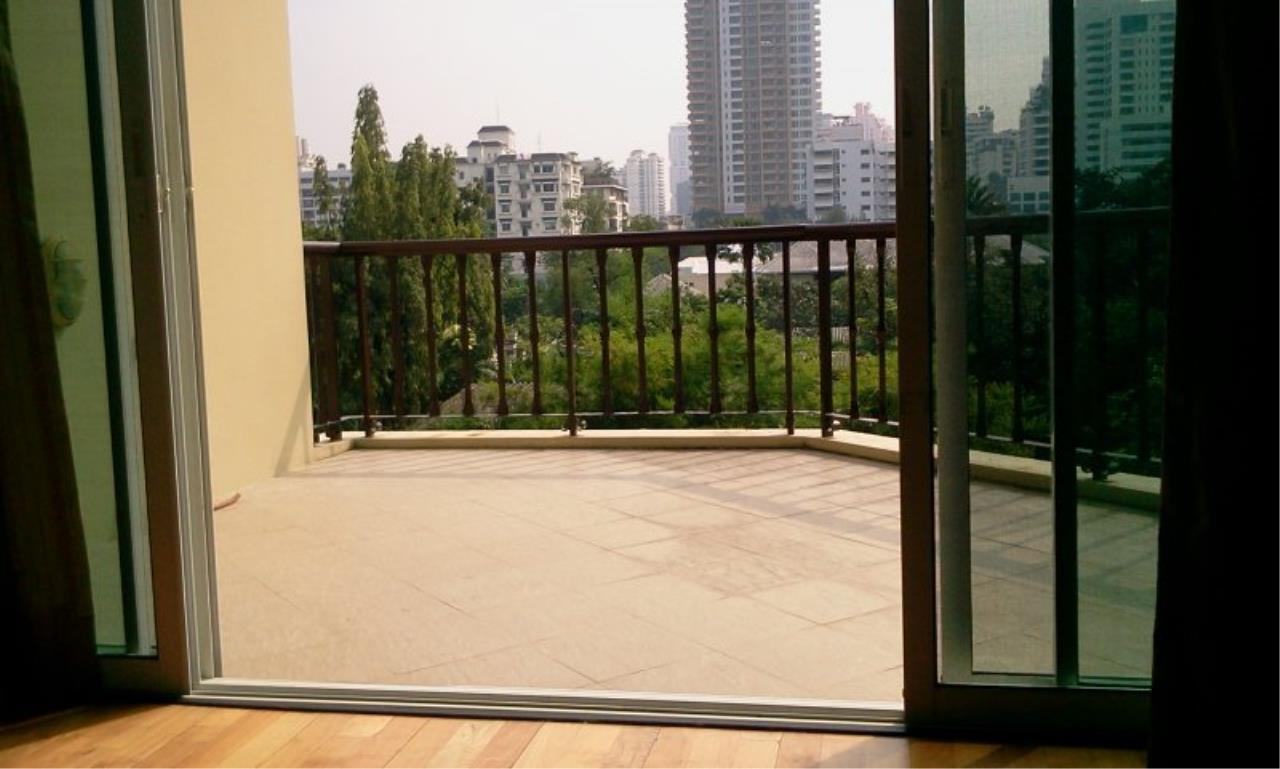 Piri Property Agency's Exclusive Duplex Condo with 3 Bedrooms in Phrom Phong 7