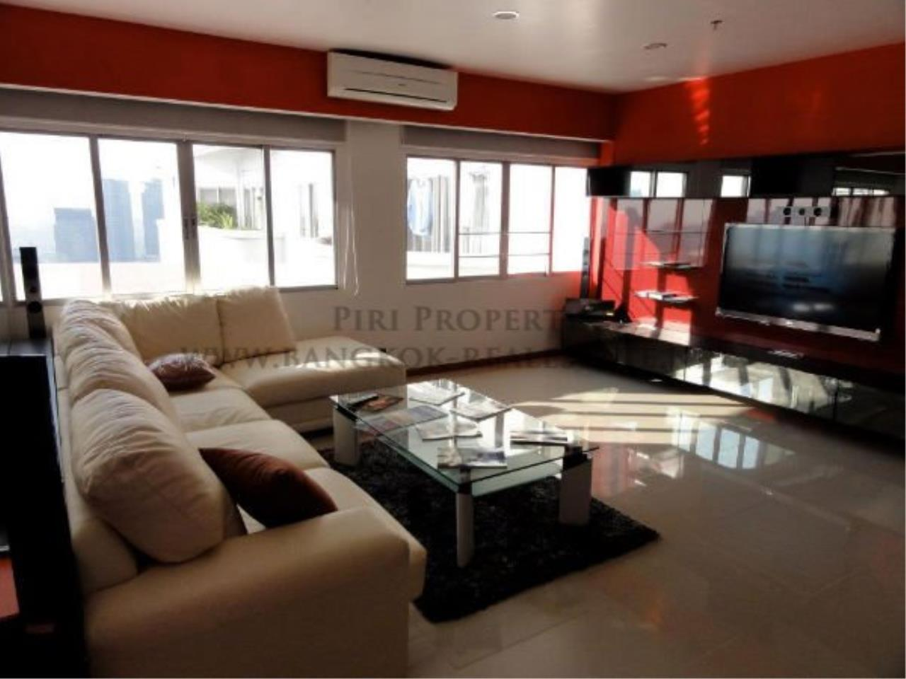 Piri Property Agency's Spacious and Renovated 3 BR Condo near Ploenchit BTS 1