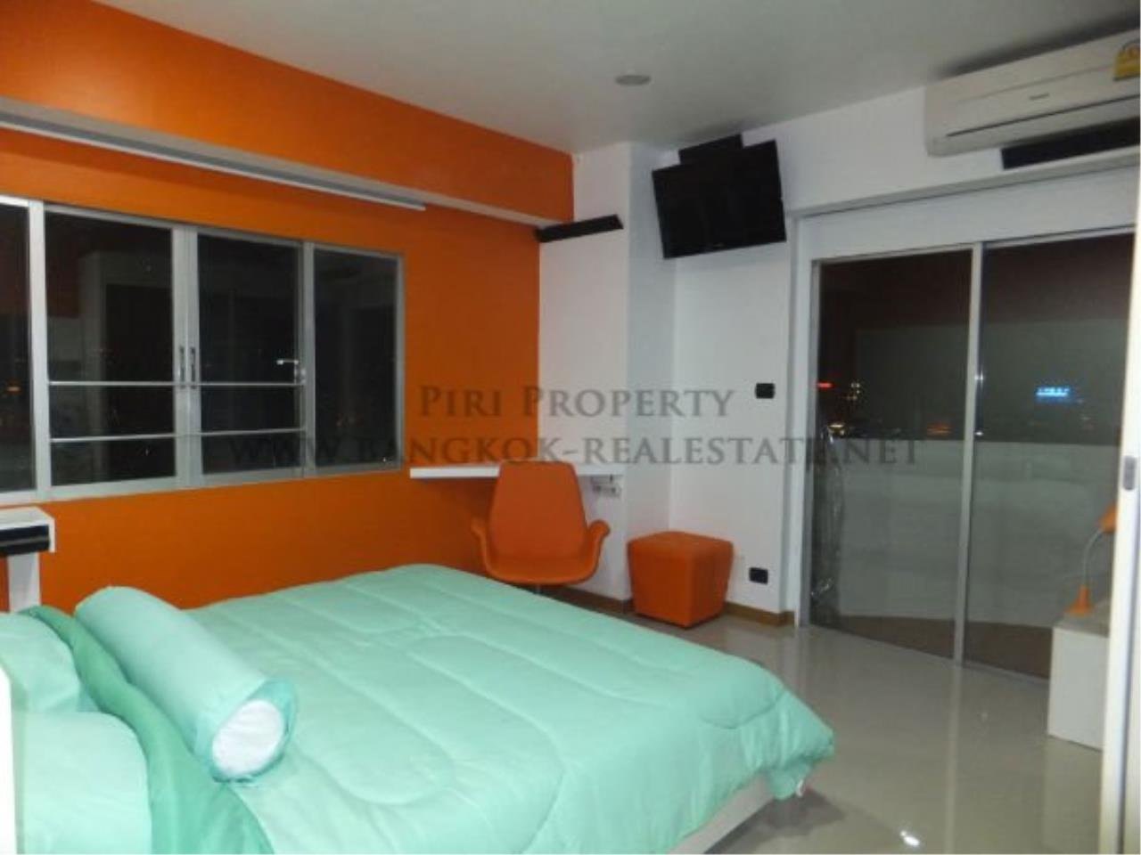 Piri Property Agency's Spacious and Renovated 3 BR Condo near Ploenchit BTS 5