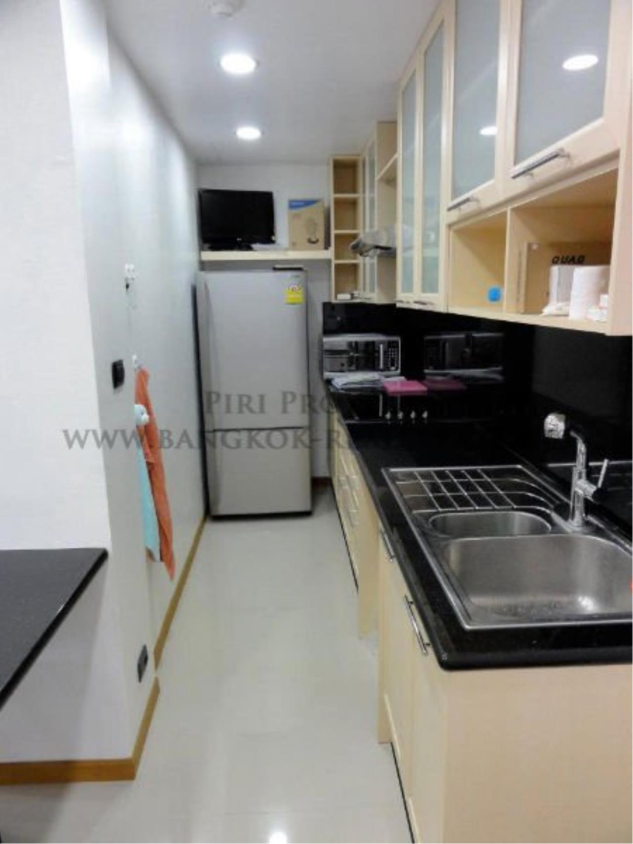 Piri Property Agency's Spacious and Renovated 3 BR Condo near Ploenchit BTS 6
