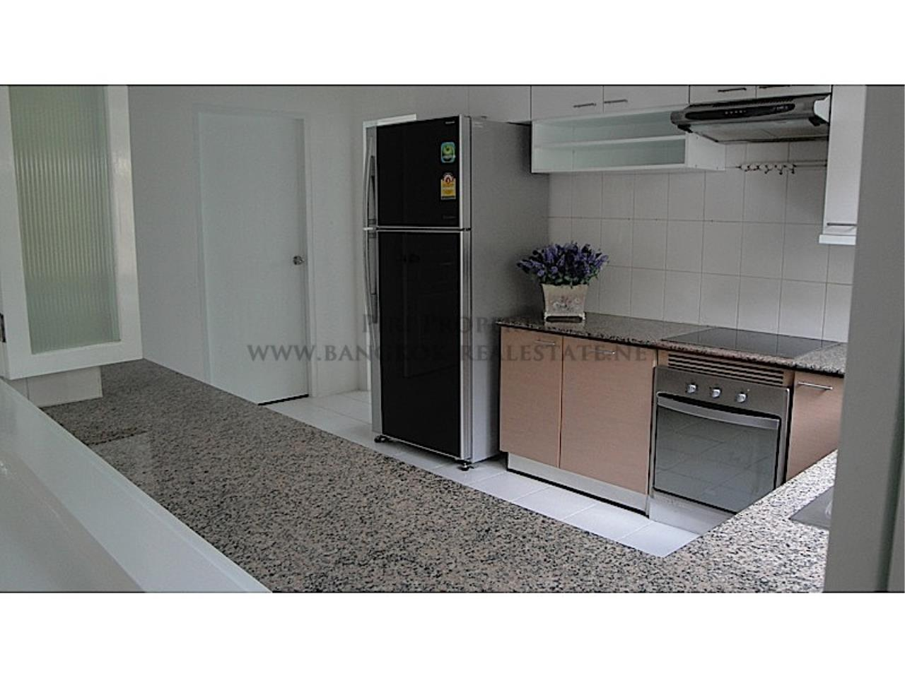 Piri Property Agency's Huge and very exclusively furnished 3 Bedroom Condo 3