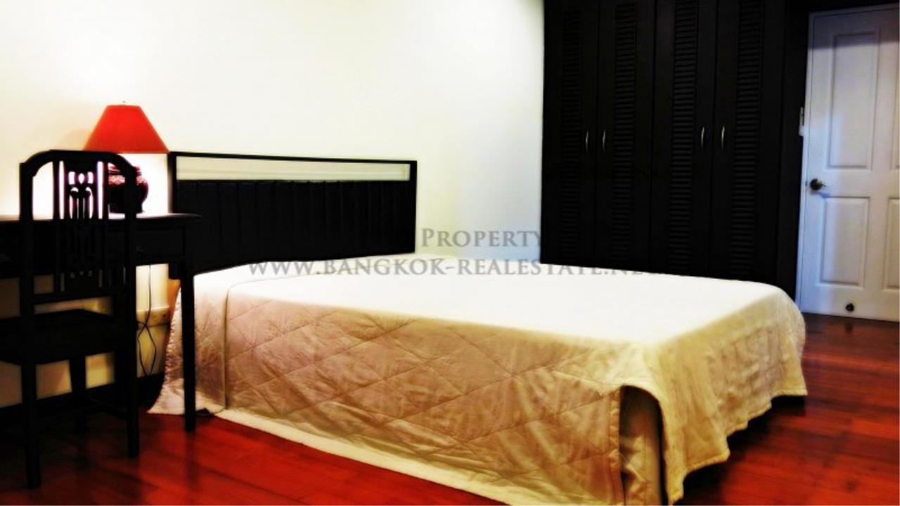 Piri Property Agency's 2 Bedroom Condo with Maid Quarter on very high Floor - Thonglor 6