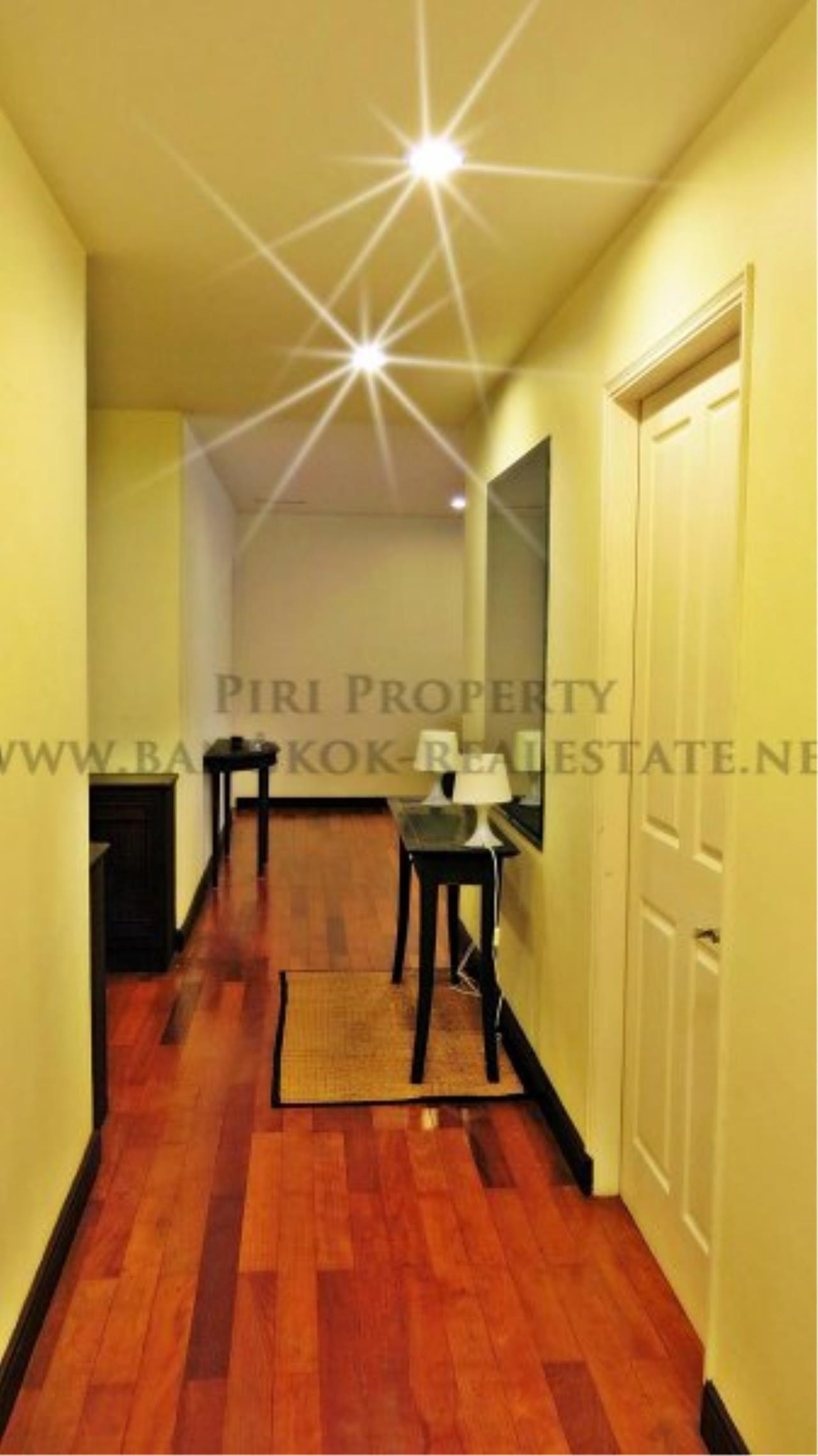 Piri Property Agency's 2 Bedroom Condo with Maid Quarter on very high Floor - Thonglor 9