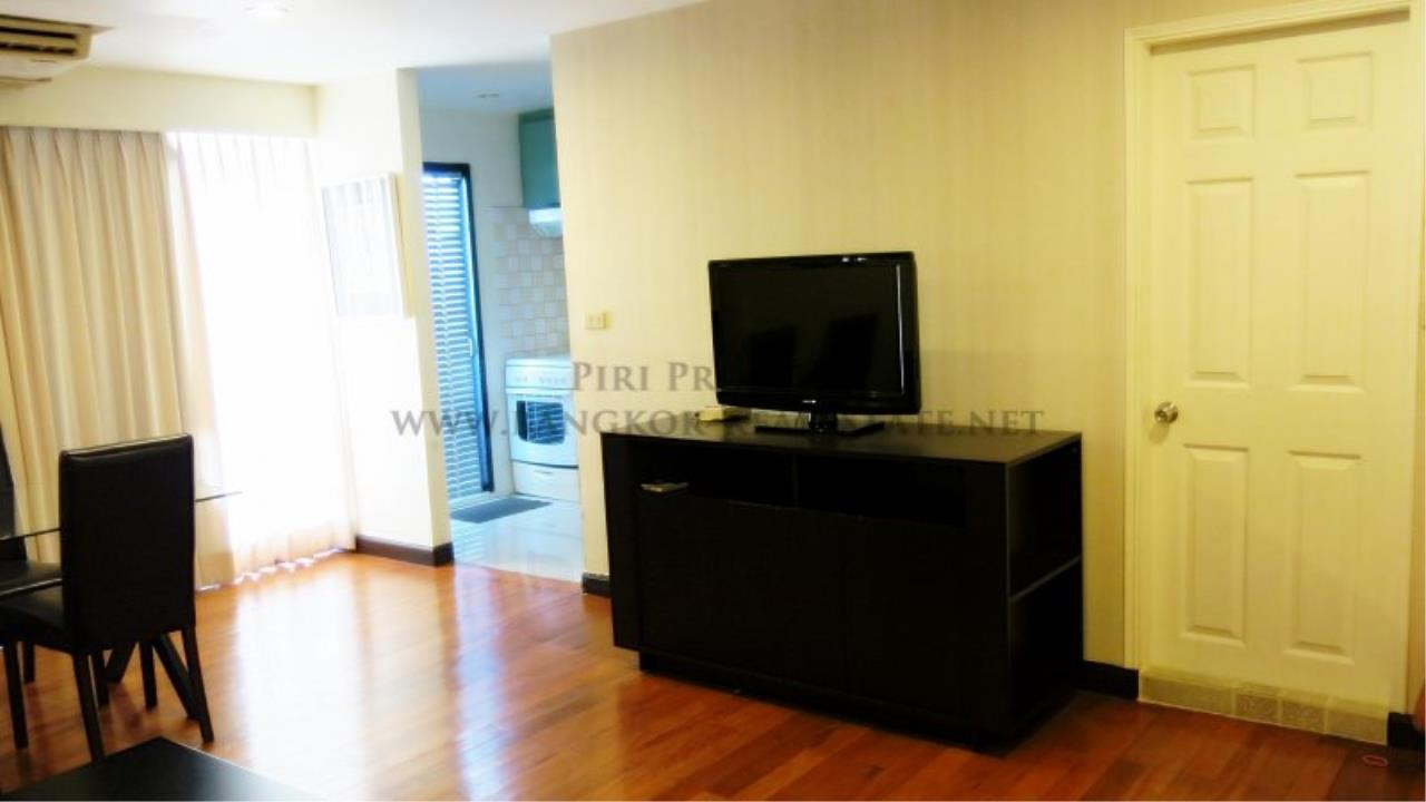 Piri Property Agency's 2 Bedroom Condo with Maid Quarter on very high Floor - Thonglor 2
