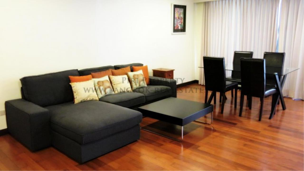 Piri Property Agency's 2 Bedroom Condo with Maid Quarter on very high Floor - Thonglor 1