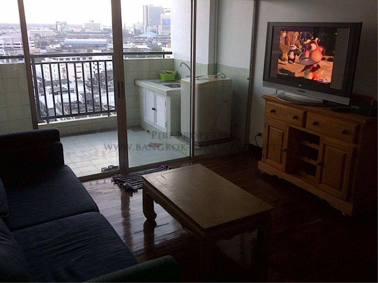 Piri Property Agency's One Bedroom Unit - Monterey Place - Recently Renovated 1